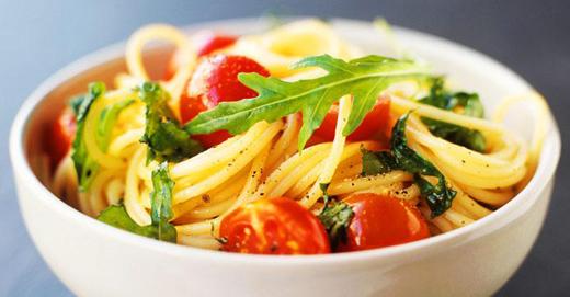 Спагети с чери домати и пекорино